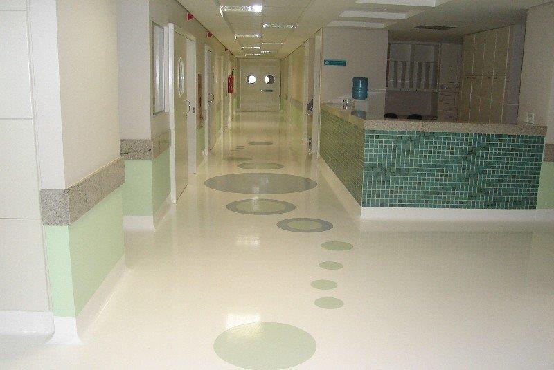 Piso epóxi hospitalar